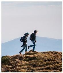 Paar mit Wanderschuhem