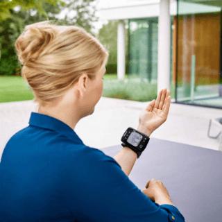 Omron RS7 Intelli IT Blutdruckmessgerät: Praxiseinsatz, Test und Vergleich