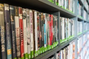 DVD Videos in Regalen