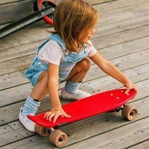 Das Kinder Skateboard von Playshion wird getestet