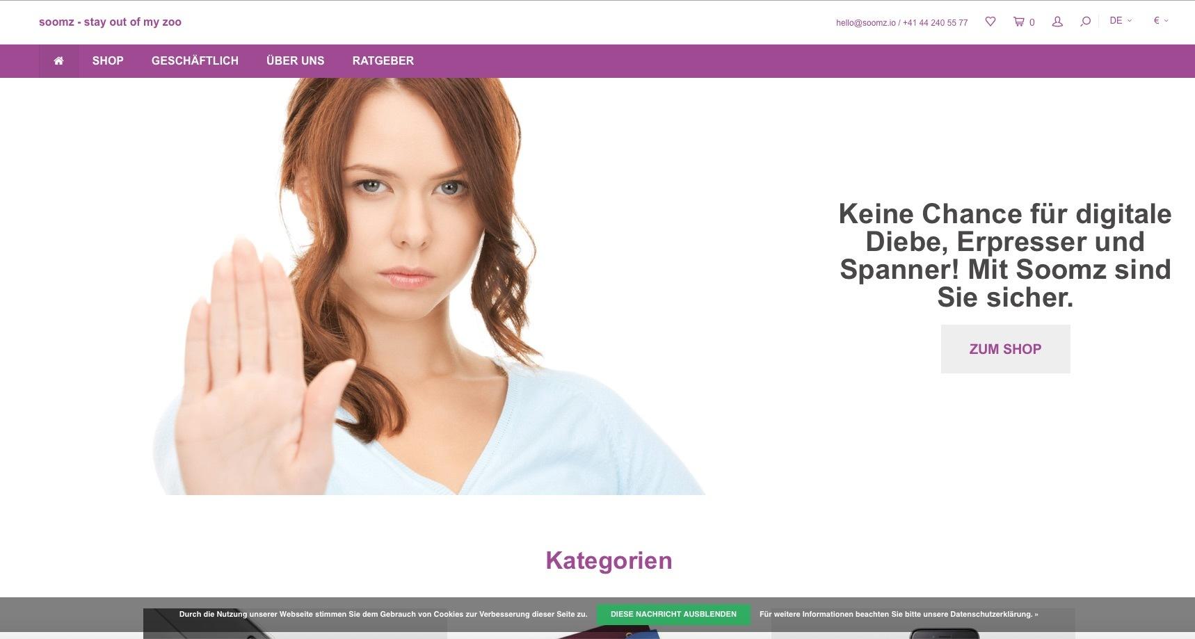 Screenshot des Shops SOOMZ, zu sehen eine Frau, die durch Mimik und Gestik Stop deutet.