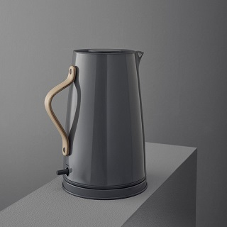Der Emma Wasserkocher von Stelton hat eine einfache Bedienung im Test
