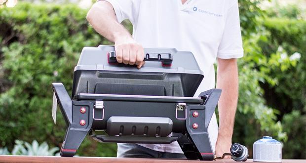 Char-Broil GRILL2GO X200 - durch seine solide Bauweise und den verschließbaren Deckel meistert er selbst längere Transporte im Kofferraum mit Bravour