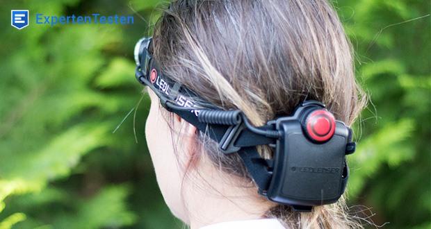 LED-Stirnlampe H7R.2 von Ledlenser verfügt neben der LED an der Vorderseite über eine rote LED an der Rückseite