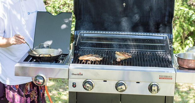 Der 3 Brenner Gasgrill Performance Series 340B von Char-Broil im Test