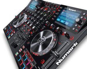 Numark NVII DJ Controller Schraeg