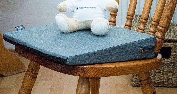 Das orthopädische Sitzkeilkissen von DYNMC YOU im Test - Kein Rutschen, Schwitzen & Fusseln