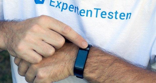 Letscom Fitness Uhr mit Pulsmesser im Test - die Helligkeit des Bildschirms ist einstellbar, wenn Sie unter Sonnenlicht oder dunkler Umgebung sind, können Sie den Text deutlich lesen