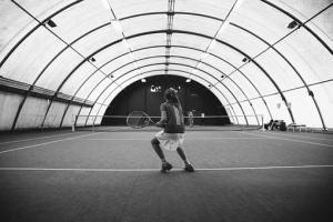 Tennisschuhe Halle