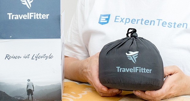 TravelFitter Reisekissen Shadow Grey im Test - mit passender Tragetasche als Reisezubehör