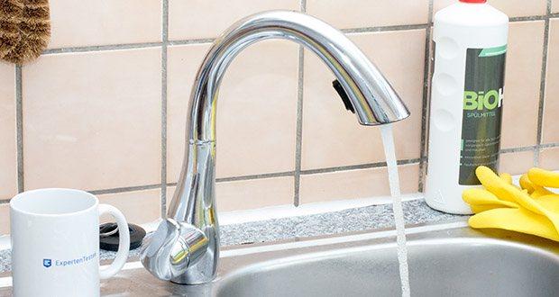 Homelody Küchenarmatur im Test - der Hebel für das Warm- und Kaltwasser sowie Wasserstärke lässt sich leicht bedienen