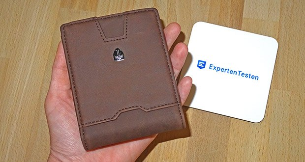 Das handliche Portemonnaie BOGOTA von TRAVANDO präsentiert sich zeitgemäß mit einer entsprechenden Anzahl an Kartenfächern, einer Geldklammer und einem Münzfach