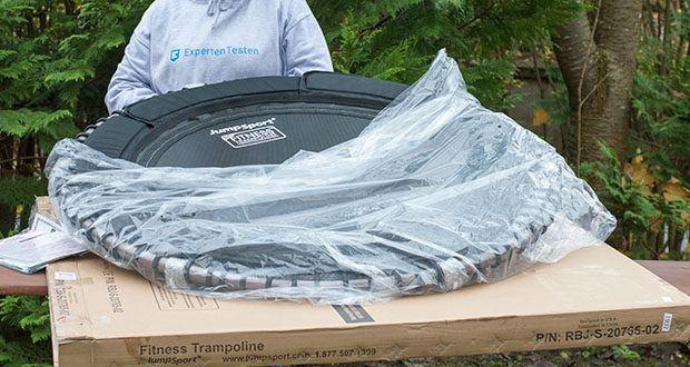 dJumpSport Mini-Fitnesstrampolin Modell 570 im Test - wiegt nur 12 kg! Dadurch ist es leicht transportierbar und gut zu verstauen durch abnehmbare Beine