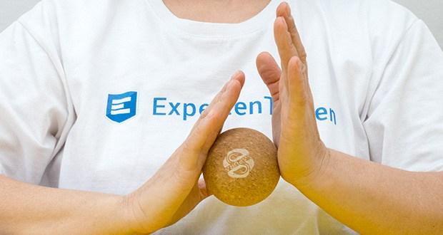 SAPURA Faszienball aus Naturkork im Test - eignet sich zudem hervorragend als Ergänzung, um Teilbereiche nach einem Trainingsdurchgang mit der Faszienrolle nochmals intensiver zu bearbeiten