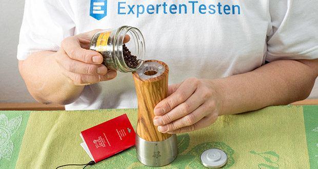Peugeot Pfeffermühle Madras aus Olivenholz im Test - der Edelstahlverschluss ist magnetisch, um das Öffnen zu erleichtern
