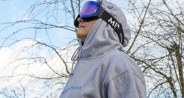 MessyWeekend Unit Skibrille mit photochromer XEp Linse im Test - passen mit oder ohne Helm. Sie sind so konzipiert, dass Brillen unter der Skibrille getragen werden können