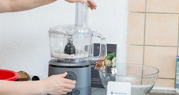 """Springlane Universal Küchenmaschine Kaia im Test - voreingestellte Funktionen """"Pulse"""", """"Crushed Ice"""" und """"Smoothie"""" passen die Intensität des Programms optimal auf die jeweilige Zutat an"""