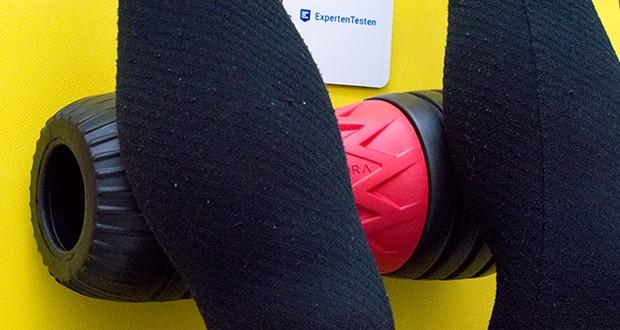 SAPURA Faszienrolle ALPHA im Test - dank der patentierten Oberflächenstruktur und der ergonomischen Wirbelsäulenaussparung lassen sich Verspannungen und Schmerzpunkte noch präziser bis in die Tiefe der Muskulatur hinein beseitigen
