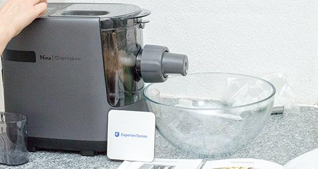 Springlane Automatische Nudelmaschine Nina im Test - wählen kannst du zwischen 2 voreingestellten Programmen für Pasta mit und ohne Ei sowie einem manuellen Modus, bei dem du das Tempo vorgibst