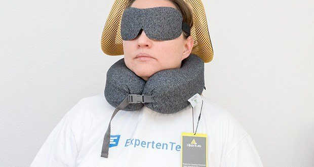 HIKENTURE Reise Nackenkissen im Test - dank des stufenlos verstellbaren Riemens passt das Kissen optimal für jeden