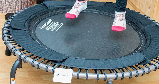 JumpSport Mini-Fitnesstrampolin Modell 570 im Test - bietet mit dem größeren Durchmesser genügend Standfläche und Stabilität, selbst bei anspruchsvollsten Anwendungen und Übungen