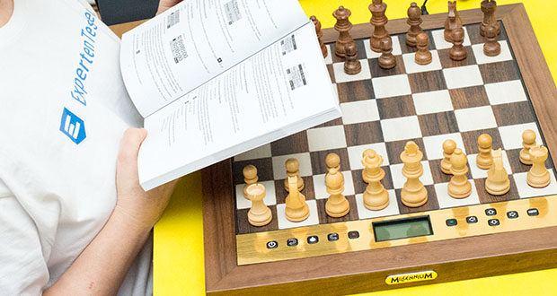 """Millennium Schachcomputer The King Performance M830 im Test - die Funktion zum Abspeichern von unterschiedlichen Gegner-Persönlichkeiten erlaubt es Ihnen, Schritt für Schritt Ihren ganz """"persönlichen King"""" zu konfigurieren"""