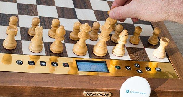 Millennium Schachcomputer The King Performance M830 im Test - Echtholzgehäuse mit beleuchtetem Display (54 x 27mm)