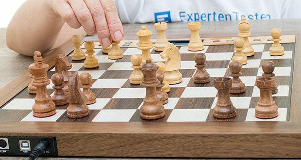 Millennium Schachcomputer The King Performance M830 im Test - Auswahl von verschiedenen Eröffnungsbüchern: Klassisches Aegon Book, Master Book mit über 300.000 Positionen von Mark Uniacke, oder spezielle User Books