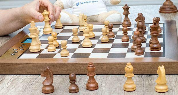 Millennium Schachcomputer The King Performance M830 im Test - ist für jede Spielstärke geeignet: er bietet unendlich viele Schwierigkeitsstufen und ist voll variabel einstellbar: vom Anfänger bis zum internationalen Großmeister