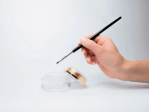 Tiegel mit Nagelhautentferner