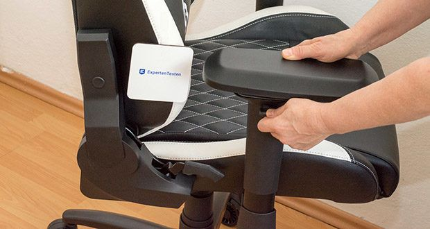 KLIM Esports Gaming Stuhl im Test - seine verstellbaren Armlehnen ermöglichen es dir, Überanstrengungen der Schultern, Arme und Handgelenke zu vermeiden
