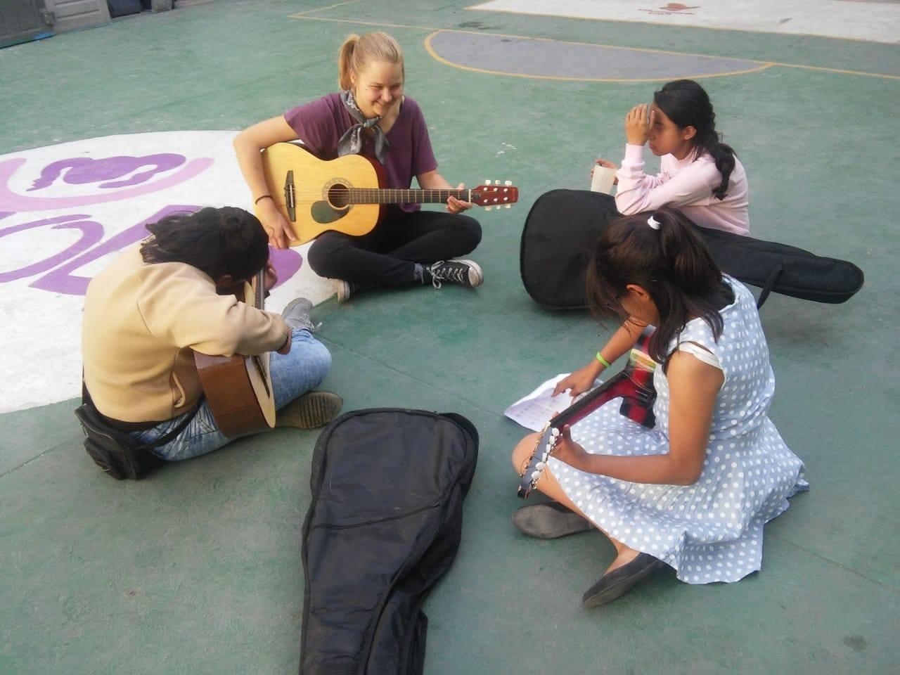 MeritMaschaHenkel_Mexiko_Gitarre_20190513_sib