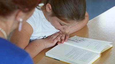 Unterstützung für Kinder die Schwierigkeiten beim Lesenlernen haben