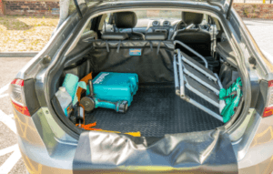 Welche Versandmöglichkeiten bietet der The Hatchbag Company Shop an?