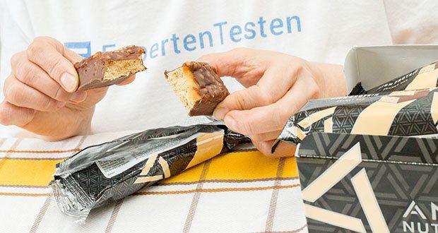 Amfit Nutrition Protein-Riegel mit Erdnüssen im Test - hoher Gehalt an Proteinen, welche zu einer Zunahme an Muskelmasse beitragen
