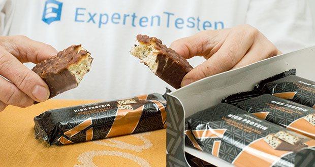 Amfit Nutrition Protein-Riegel mit Schokoladen-Karamell im Test - hoher Gehalt an Proteinen, welche zu einer Zunahme an Muskelmasse beitragen