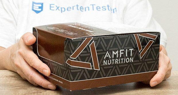 Amfit Nutrition Protein-Riegel mit Schokoladen-Fudge im Test - Protein-Riegel mit Schokoladen-Fudge, einer Schicht Karamell mit Schokoladengeschmack und umhüllt von kakaohaltiger Fettglasur, mit Süßungsmittel