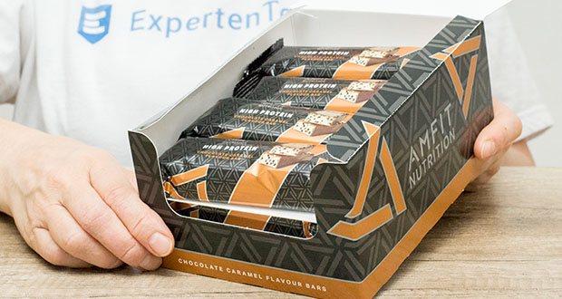 Amfit Nutrition Protein-Riegel mit Schokoladen-Karamell im Test - hergestellt in einer Fabrik mit Informell-Choice-Zertifikat