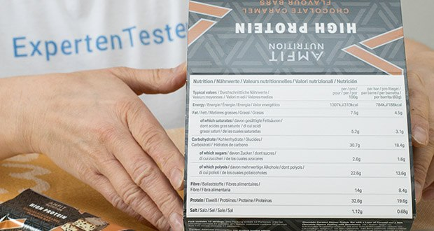 Amfit Nutrition Protein-Riegel mit Schokoladen-Fudge im Test - Nährwerte pro Riegel: 192kcal (Eiweiß: 19,6g, Kohlenhydrate 19g; Ballaststoffe: 8,5g; Fett: 5,2g)