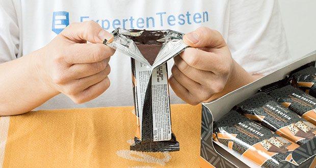 Amfit Nutrition Protein-Riegel mit Schokoladen-Karamell im Test - weniger als 1g Zucker und weniger als 20g Kohlenhydrate pro Riegel