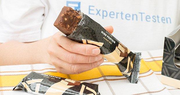 Amfit Nutrition Protein-Riegel mit Erdnüssen im Test - jeder Riegel enthält über 19g Eiweiß bei 194 Kalorien