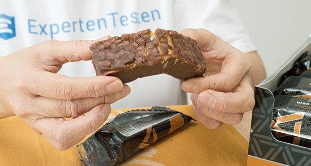 Amfit Nutrition Protein-Riegel mit Schokoladen-Karamell im Test - jeder Riegel enthält über 19g Eiweiß bei 192 Kalorien
