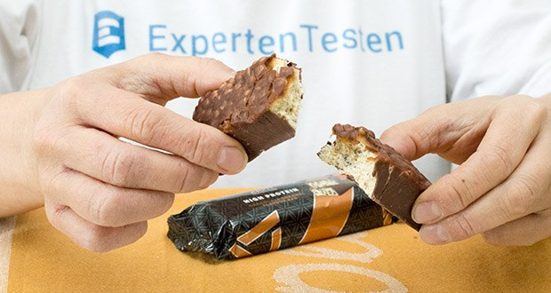 Amfit Nutrition Protein-Riegel mit Schokoladen-Fudge im Test - 3 Schichten knuspriger Genuss