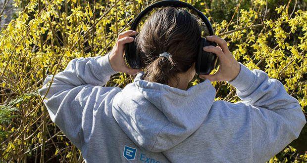 Mu6 Bluetooth Kopfhörer Space2 im Test - mit dem eingebauten Infrarot-Näherungssensor stoppt der Ton automatisch, wenn Sie die Kopfhörer abnehmen, und wird wieder aufgenommen, wenn Sie sie wieder aufsetzen