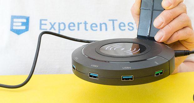 EasyAcc Kopfhörerhalter Headset Halterung im Test - 4 USB 3.0 Anschlüsse mit Schnelldatentransfer bis zu 5Gbps sind an der Seite vom Halter eingebaut