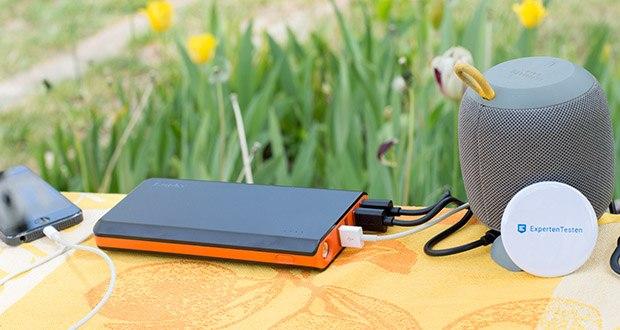 EasyAcc 20000mAh Powerbank im Test - kann 4 Geräte zur selben Zeit aufladen