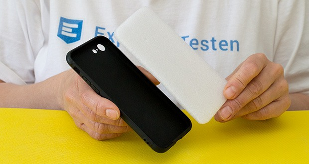 EasyAcc Hülle für iPhone 7/8/SE Schwarz im Test - jeder Knopf oder Anschluß ist ohne Einschränkungen zu nutzen, alle Funktionen können Sie nutzen ohne die Hülle zu entfernen