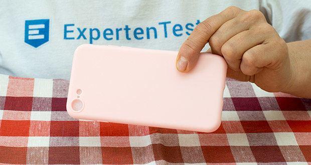 EasyAcc Hülle für iPhone 7/8/SE Hellrosa im Test - das Kennzeichen der Hülle ist die matte Oberfläche, trotz des schlichten Stils bietet die Hülle einen komfortablen Griff