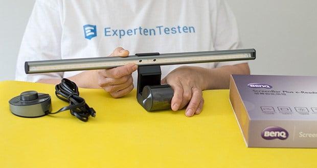 BenQ ScreenBar Plus LED-Monitor-Lampe im Test - das patentierte Clip-Design lässt sich ganz einfach an jedem Monitor befestigen