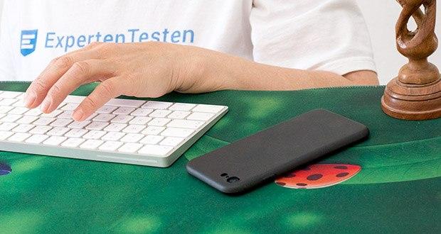 EasyAcc Hülle für iPhone 7/8/SE Schwarz im Test - das Kennzeichen der Hülle ist die matte Oberfläche, trotz des schlichten Stils bietet die Hülle einen komfortablen Griff